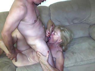 الجدة مارس الجنس من قبل الرسام