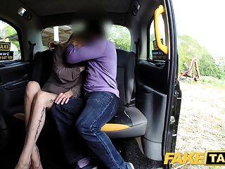 سيارة أجرة وهمية سائق جديد الملاعين الساخنة شقراء الركاب الرطب كس