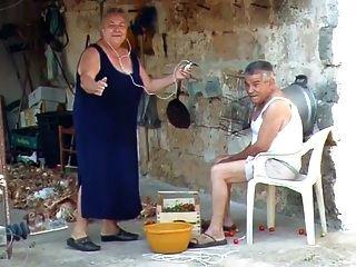 الجدة BBW الإيطالية تدعو الجد ليمارس الجنس