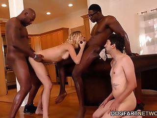 هالي ريد تهين الديوث مع اثنين من الرجال السود