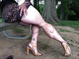 تظهر الساقين العضلات