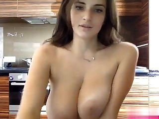 kissmefirst فتاة جميلة كام مع الثدي رائع مرة أخرى