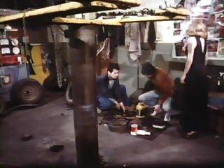 شقراء في الحرير الأسود (1979)