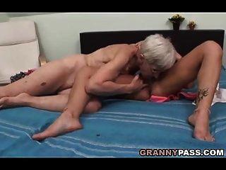 الجدة شعر يحاول مثليه الجنس
