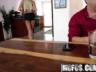 mofos يتيح محاولة الأقواس ليزا الشرجي وممارسة الجنس بعقب