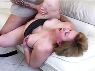 bbw الجدة مع الحمار كبيرة مارس الجنس على الأريكة