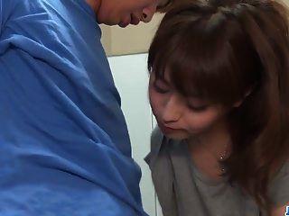 risa mizuki يحاول أن يمارس الجنس مع رجل في 69avs.com