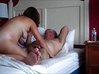 زوجين ناضجة ممارسة الجنس
