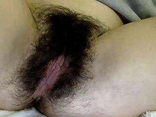 فاليري تبين لنا بوسها شعر جميل ...