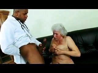 الجدة نورما والطبيب