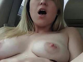 كبير الثدي المرضعات في السيارة مع دسار