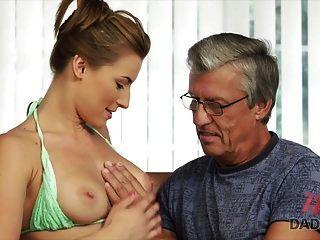 daddy4k. ممارسة الجنس مع والدها فرنك بلجيكي بعد السباحة