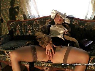 السيدات الملكي يرتدون ملابس valium 2 الجنس الملبس بالكامل
