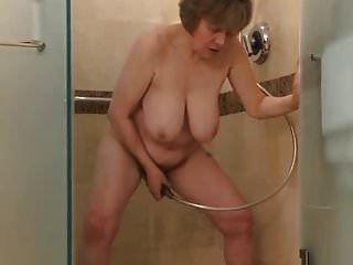 مشاهدة هذا الجولف النزول في الحمام