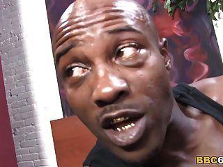 مازيراتي xxx تعد بيبي نويل لممارسة الجنس الشرجي مع الديك الأسود