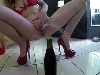 سو سخيف فاتنة الساخنة في الكعب الأحمر بول بواسطة fetishgreg88
