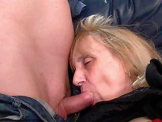 الجدة تتمتع الشرج