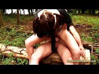 الشباب الفرنسية تلميذة الشرج خبطت في الغابة