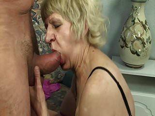 الجدة القديمة كس يريد الديك الشباب!