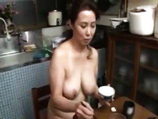 أمي اليابانية عارية كبير الثدي