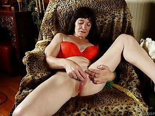spunker القديم المشاغب يحب أن يمارس الجنس معها تمرغ كس الرطب 4 ش