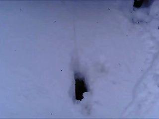 المملكة المتحدة وقحة فيكي p يتبول في الثلج