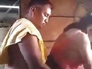 الأب النيبالي في القانون ابنة سخيف في القانون في الغسيل