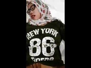 فتاة اندونيسيا الحجاب الاباحية 2018