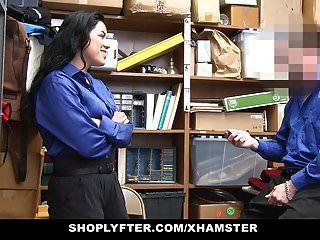 shoplyfter في سن المراهقة يحصل إذلال من قبل الديك ضابط