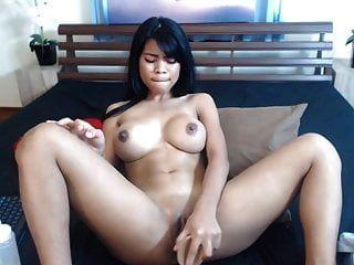 minaj التايلاندية نيكي مع البطيخ ضخمة والتدفق كس