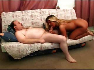 شقراء مارس الجنس من قبل رجل يبلغ من العمر الدهون