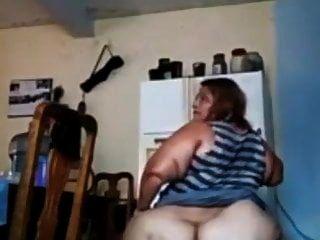 فتاة مكسيكية كبيرة مع الحمار الدهون تبين ذلك