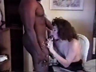 دعوا المنزل الرجل الأسود ليمارس الجنس مع زوجته