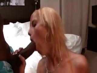 زوجة بيضاء tatted يجلب رجل أسود المنزل