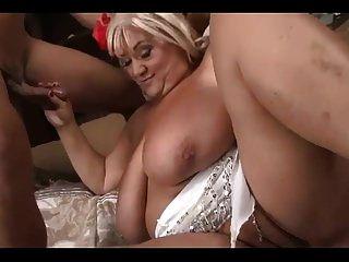 الجدة bbw لطيفة مع الحمار كبيرة والثدي الملاعين