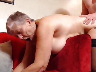 صبي ممارسة الجنس مع الجدة البريطانية مفلس