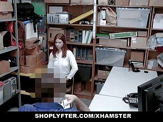 أحمر الشعر في سن المراهقة اشتعلت سرقة يقنع ضابط مع ممارسة الجنس