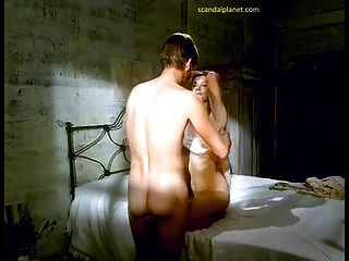 جولي ريتشاردسون نصبت الحلمات في فيلم سيدة chatterley