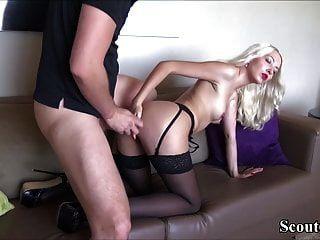 اشتعلت الألمانية إخوانه خطوة أخت هيلين ويمارس الجنس معها بسهولة