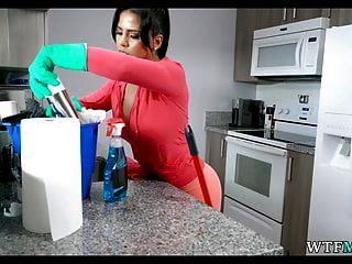 خادمة الكولومبية اللمحات على المالك