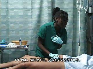 الرجل الياباني الآسيوية الملاعين فتاة الأبنوس الأسود في المستشفى
