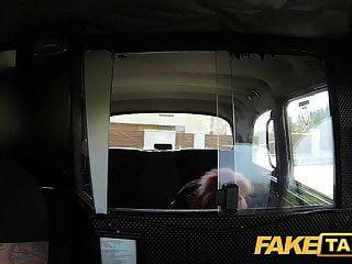 سيارة أجرة وهمية في سن المراهقة البريئة يأخذ الديك الدهون كبيرة