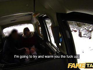 سيارة أجرة وهمية أحمر مثير تاكسي الساخنة تمتص واللعنة في يوم ثلجي