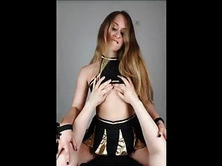 المشجع تدريس المهارات الجنسية لها لرجل عذراء
