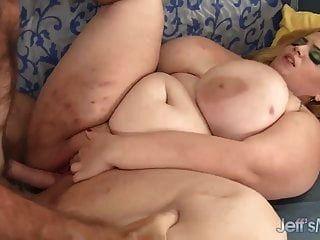 مارس الجنس من الدهون فاتنة شقراء ساشا juggs الثابت من قبل رجل قرنية
