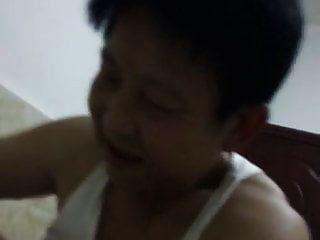 الجدة الصينية تحاول إرضاء زوجها في راعية البقر