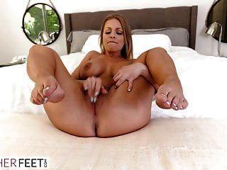 الجار مثير المجاور يريد قدميها امتص ومارس الجنس
