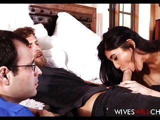 زوجة صغيرة الآسيوية كبير الثدي الملاعين الرجل أمام الزوج