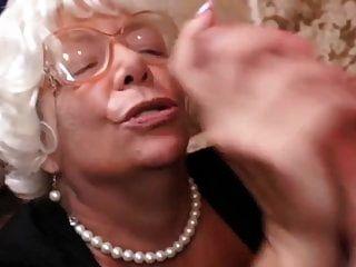 الجدة الشعر الرمادي