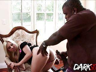 جيسي فولت يحصل الحمار يؤكل ومارس الجنس من قبل رجل أسود